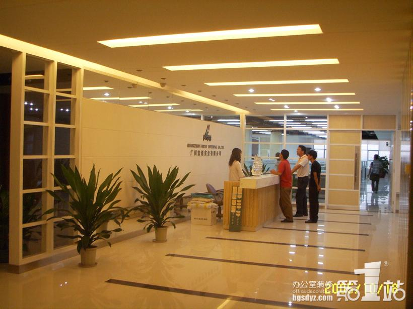 办公室案例 > 正文  而总经理的办公室装修设计就仿佛是另一道风景.