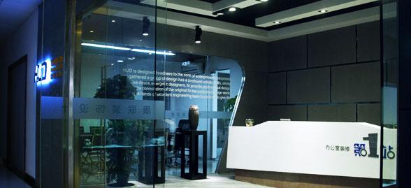 广州康联装饰设计有限公司简称HUD(Health Union Decoration & Design),康联是创办于2000年的一家专注于高端商业办公环境策划的广州装修公司,专注于高端办公室装修、写字楼装修装饰10余载,服务过上千家知名的大中型企业,赢得了客户的一致好评。康联装饰公司办公面积700多平方,公司员工约100多名,资深设计师占60%以上,康联志为阁下提供专业且具有灵魂思想的办公室装修设计,为您的宏伟事业推波助澜,实现品牌价值。凭借多年来客户的信任和支持,康联积累了丰富的设计及