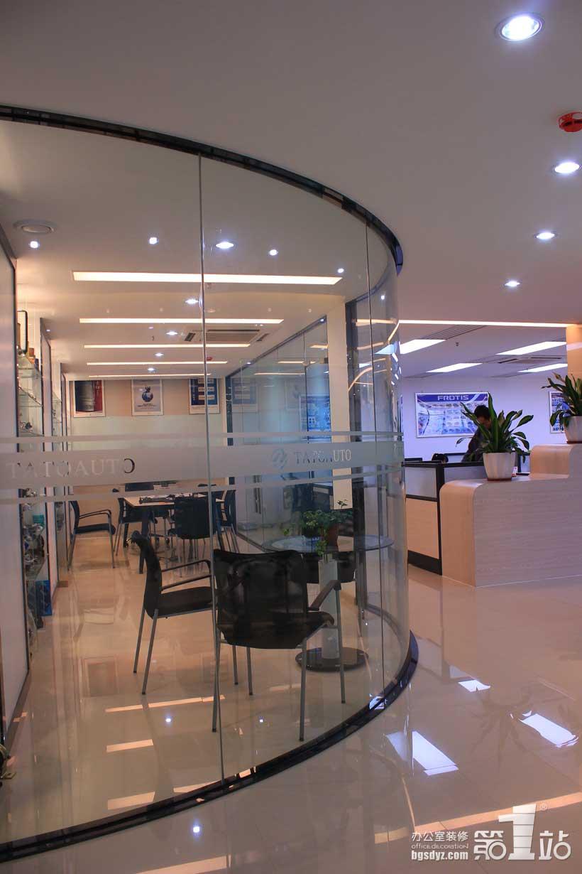 特别是欧式风格的办公室装修最需要的就是这些元素