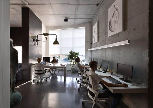 创意是办公室装饰的灵魂与核心,主要通过它的室内的装饰布局,各种材料的妙用,造型的设计与应用等等。每一个创意的装饰都是独一无二的,展示的是不同的理念和文化,世界顶级的办公室装饰也无一例外。要做到这种效果必须找最专业的办公室装修公司,因为他们可能拥有顶级的设计师,顶级的施工团队,就像康联装饰一样办公室装饰经验丰富,实力雄厚,还有24小时开通的装修设计热线400-001-3488,随时为您服务。  顶级创意办公室装饰效果图01  顶级创意办公室装饰效果图02  顶级创意办公室装饰效果图03  顶级创意办公室装饰