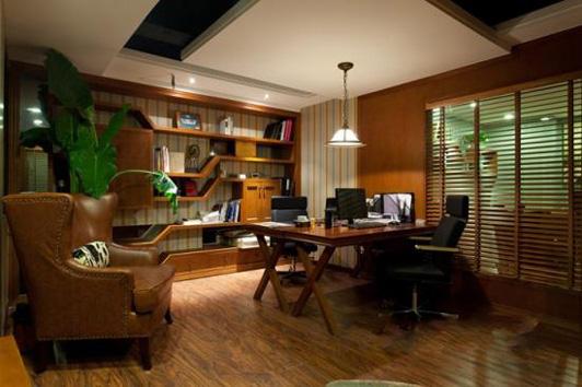 对于很多公司公司来说,如何把一个小型的办公室装修设计成一个大空间,好环境,一直以来都是一个疑惑。其实,每一个问题都有它相对应的解决办法,空间的局限也不例外,只要抓住几个关键点,空间灵活化、分散化,就基本解决问题了。   业主可以在办公室的办公家具上入手,选择那些可以折叠,容易拆装,组合的功能的家具,做到一物多用,轻轻松松做到节省空间,高效办公。    在未来,这样的办公室装修设计形式可能会成为一种趋势,因为它简单、高效、实用。 我们拒绝平庸,只做有灵魂的设计!HUD康联装饰设计,您的首选! 24小时装修