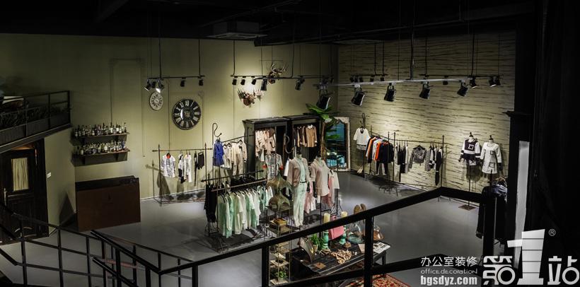 项目地点:广州市番禺植村工业二路 项目面积:500 项目类型:店铺设计 来源于周子服装公司的深厚文化背景,突破传统亦保留适合本公司文化的传统精髓文化。让中式古典文化与现在时尚文化碰撞在一起,通过梳理与精选而产生出周子公司本身的特色文化,本案例注重原创以及节省环保,各种思想交叉而汇集在一起才产生本创意。各种设计元素来源于周庄、孔子时代的一些文化产物。  女装店铺设计实景图角度一  女装店铺设计实景图角度二  女装店铺设计实景图角度三  女装店铺设计实景图角度四  女装店铺设计实景图角度五